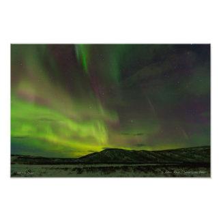 Aurora colorida cerca del lago summit fotografía