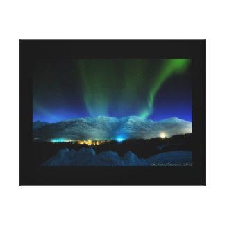 Aurora majestuosa Borealis sobre las montañas Lienzo Envuelto Para Galerias