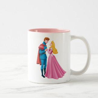 Aurora y príncipe Phillip Holding Hands Taza De Café