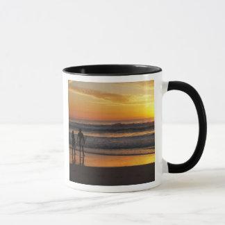 Australia, Queensland, Gold Coast, Surfers at Mug