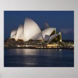 Australia, Sydney. Teatro de la ópera en la noche  Póster