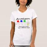 Autismo que ve el mundo de un diverso ángulo camisetas