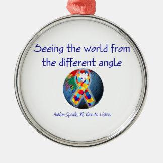 Autismo que ve el mundo del diverso ángulo adorno navideño redondo de metal