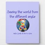 Autismo que ve el mundo del diverso ángulo placas con foto