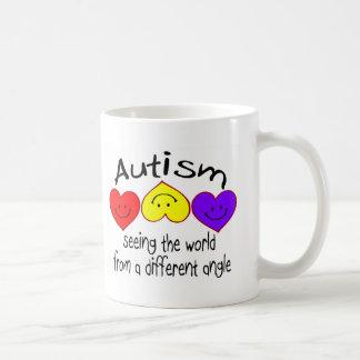 Autismo, viendo el mundo de un diverso ángulo taza básica blanca