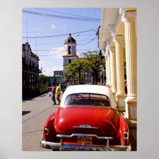 Auto americano clásico viejo en Guanabacoa una ciu Póster