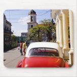 Auto americano clásico viejo en Guanabacoa una ciu Tapete De Raton