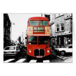 Autobús de dos plantas rojo brillante tarjetón