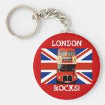 Autobús de Londres del llavero y bandera británica