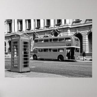 Autobús de Londres y cabina de teléfonos roja Póster