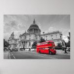 Autobús de Londres y la catedral de San Pablo Poster