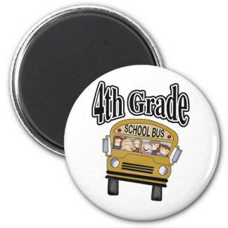 Autobús escolar con el 4to grado de los niños imán redondo 5 cm