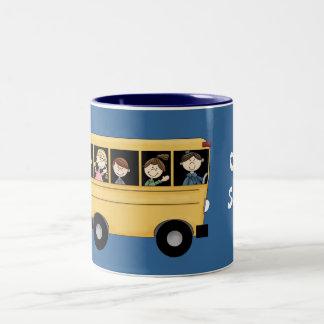 Autobús escolar con la taza adaptable del
