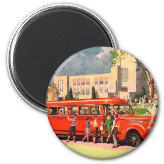 Autobús escolar retro del rojo del niño de la escu imán redondo 5 cm