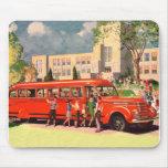 Autobús escolar retro del rojo del niño de la escu tapete de ratones