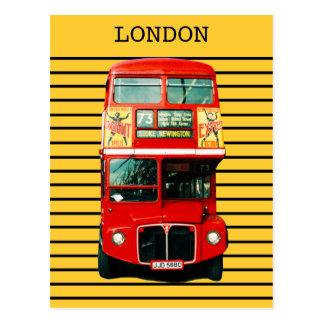 Autobús retro de Londres en fondo amarillo Tarjetas Postales