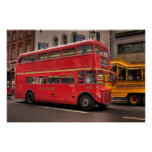 Autobús rojo de Londres en Whitehall, Londres Ingl Posters