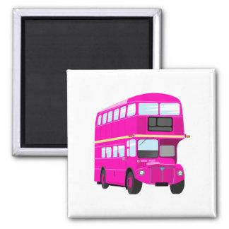 Autobús rosado imán cuadrado