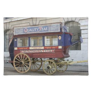 Autobús traído por caballo del vintage, Londres Mantel