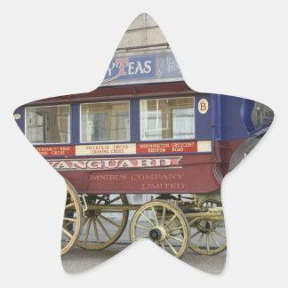 Autobús traído por caballo del vintage, Londres Pegatina En Forma De Estrella