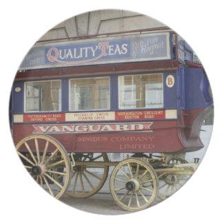 Autobús traído por caballo del vintage, Londres Platos Para Fiestas