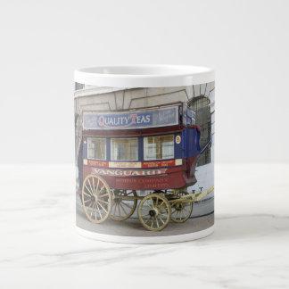 Autobús traído por caballo del vintage, Londres Taza Grande