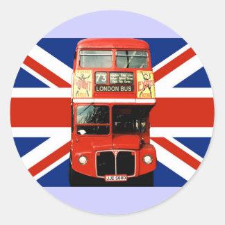 Autobús y bandera británica 3 de los pegatinas del pegatina redonda
