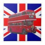 Autobús y bandera rojos de Union Jack Azulejos Ceramicos