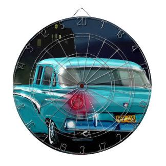 Automóvil americano clásico del estilo de los años tabla dardos