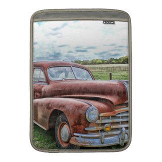 Automóvil clásico viejo oxidado del vintage del co fundas macbook air