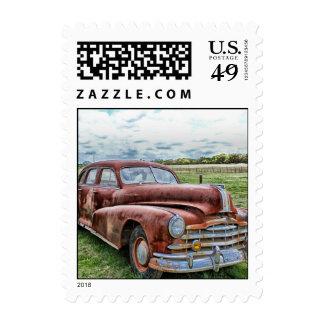 Automóvil clásico viejo oxidado del vintage del franqueo