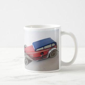 Automóvil de hojalata taza de café