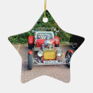 Automóvil descubierto clásico del coche de adorno navideño de cerámica en forma de estrella