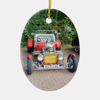 Automóvil descubierto clásico del coche de adorno navideño ovalado de cerámica