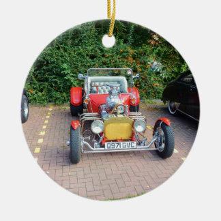 Automóvil descubierto clásico del coche de adorno navideño redondo de cerámica