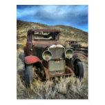 Automóvil viejo del contador de tiempo tarjeta postal