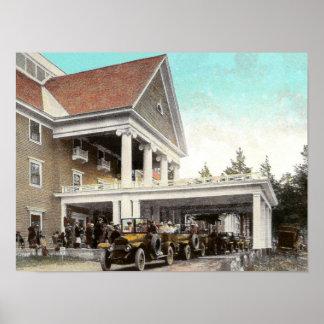 automóviles de Haynes de los años 20 en el hotel Póster