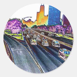 Autopista sin peaje que conduce en hoja coloreada pegatina redonda