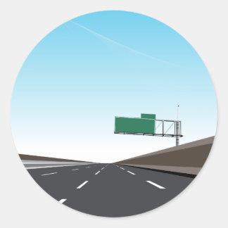 Autopista sin peaje vacía pegatina redonda