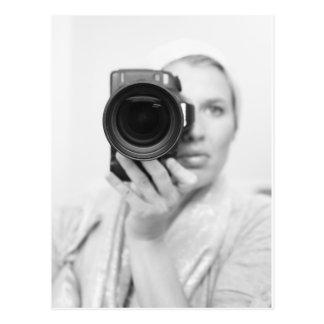 Autorretrato con la cámara postal