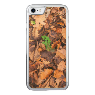Autumn Dry Leaves and Green Clovers Carved iPhone 8/7 Case