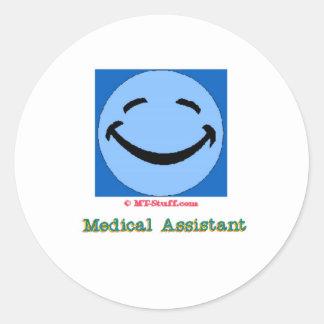 Auxiliar médico de la cara feliz pegatina redonda