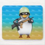 avances del soldado del pingüino 3d alfombrilla de raton