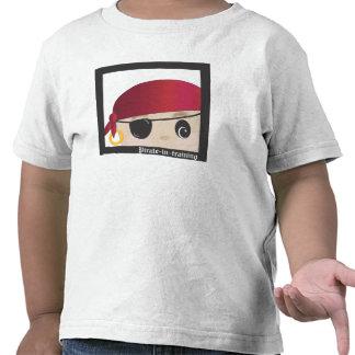 ¡Avast! Un pirata en el entrenamiento de Scallywag Camiseta