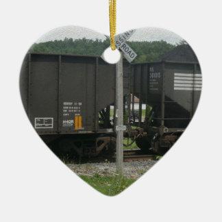 Avenida del ferrocarril adorno navideño de cerámica en forma de corazón