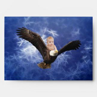 Aventura del águila de un bebé en azul