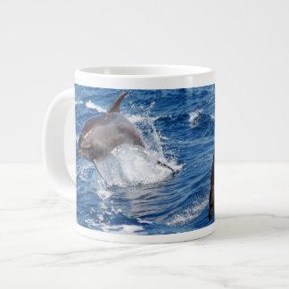 Aventura del delfín taza jumbo