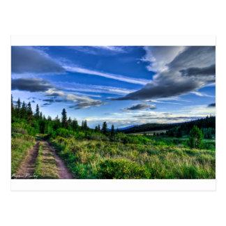 Aventura en las montañas tarjeta postal