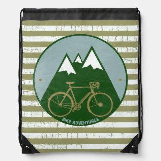 Aventuras de la montaña de la bici mochila