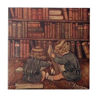 Aventuras en la biblioteca azulejo cuadrado pequeño